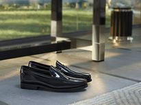 FOR HIM - Sole and upper expertly hand-sewn together giving this shoe maximum flexibility and an unusual lightness: these glossy, calfskin loafers with their rubber, gommini injected soles are a masterpiece of artisan craftsmanship.